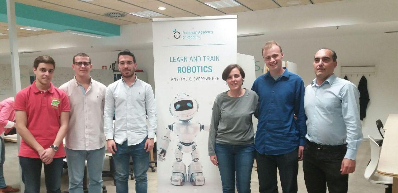 Ezra Koetz en El Cubo con The Robot Academy